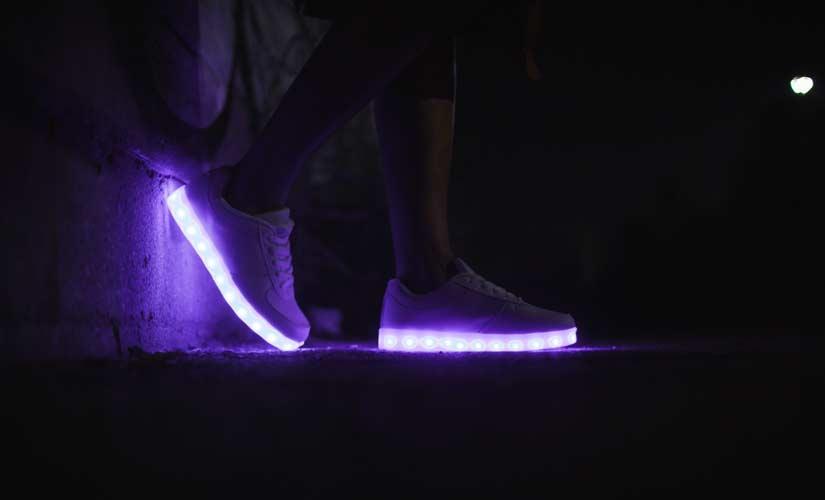 new product 6fe85 dd590 Stylische LED Schuhe für Damen! Schöne Frauen Leuchtschuhe 2019!